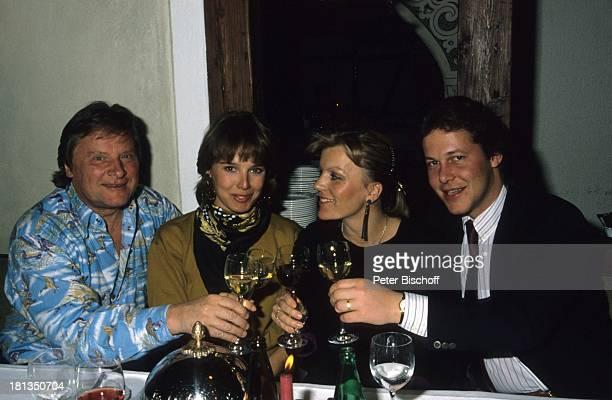Desiree Nosbusch Lebensgefährte Georg Bossert Freunde Rolf Thieler und Ehefrau Liz Skiurlaub St Moritz Schweiz Wein Lokal Anzug Schlips Krawatte...