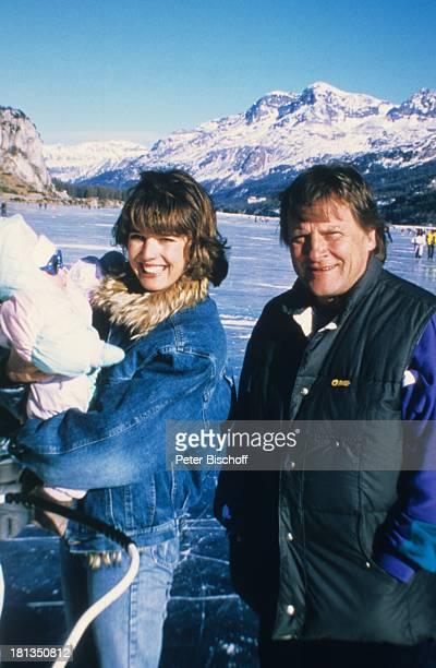 Desiree Nosbusch Lebensgefährte Georg Bossert Kind Skiurlaub St Moritz Schweiz Eis Eislaufen Kinderwagen Baby Berge Berg Ferien Schnee Winter...
