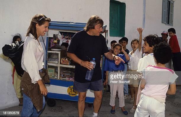 Desiree Nosbusch Lebensgefährte Georg Bossert Kinder Tanger Marokko Kiosk Wasser Flasche Rucksack Tasche Hemd Urlaub Lebensgefährtin Schauspielerin...