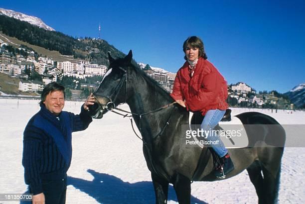 Desiree Nosbusch Lebensgefährte Georg Bossert Skiurlaub St Moritz Schweiz Pferd sitzen reiten Sattel Halfter Ferien Schnee Winter Winterurlaub...