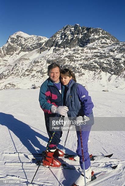 Desiree Nosbusch Lebensgefährte Georg Bossert Skiurlaub St Moritz Schweiz Ski Skier Skifahren Skistock Skistöcker Berge Berg Gebirge Handschuhe...