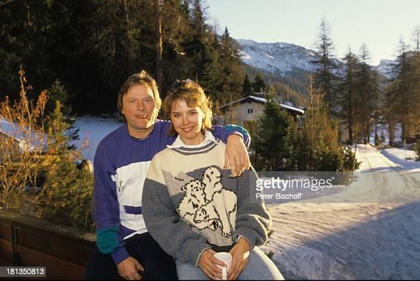 Desiree Nosbusch Lebensgefährte Georg Bossert Skiurlaub St Moritz Schweiz Skihütte Berghütte Alm Tasse Becher Berge Berg Ferien Schnee Winter...