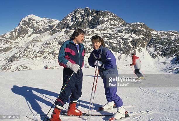 Desiree Nosbusch Lebensgefährte Georg Bossert Skiurlaub St Moritz Schweiz Ski Skier Skifahren Skistock Skistöcker Berge Berg Handschuh Ferien Schnee...