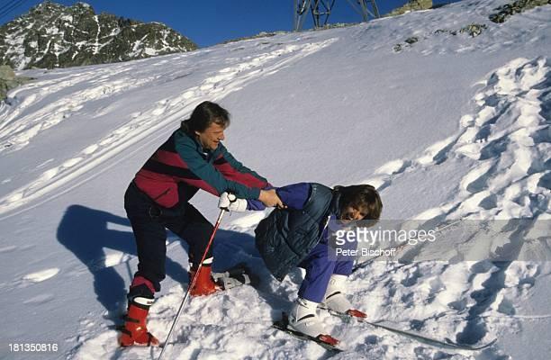 Desiree Nosbusch Lebensgefährte Georg Bossert Skiurlaub St Moritz Schweiz Ski Skier Skifahren Skistock Skistöcker Berge Berg Handschuh Hilfe...