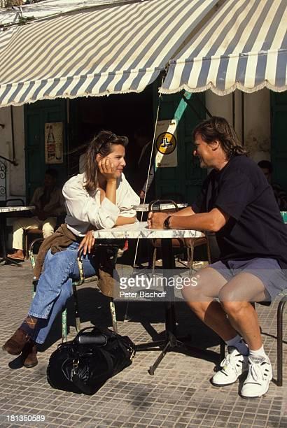 Desiree Nosbusch Lebensgefährte Georg Bossert Tanger Marokko Uhr Armbanduhr Cafe Tasche Uhr Armbanduhr Jeans Urlaub Lebensgefährtin Schauspielerin...