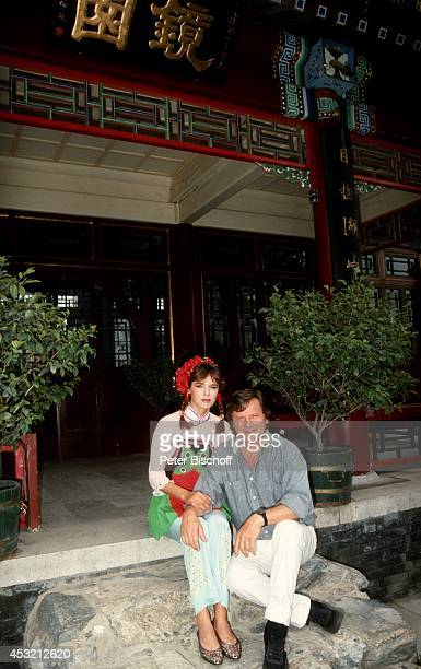 """Desiree Nosbusch und Lebensgefährte Georg Bossert am Rande der Dreharbeiten der TV-Show """"Heute abend in Beijing"""" am in Peking, China."""