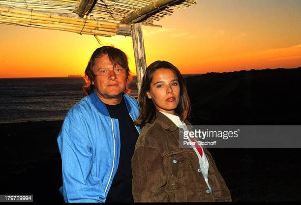 Desiree Nosbusch und Lebensgefährte Georg Bossert Marokko Afrika privat Urlaub 1990 Partner Freund Sonnenuntergang Abendröte Moderatorin...