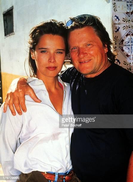 Desiree Nosbusch und Lebensgefährte Georg BossertMarokko Afrika Urlaub 1990 rpivat Sonnenbrille Partner Freund Moderatorin Schauspielerin Promis...