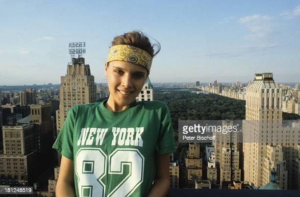 Desiree Nosbusch USA New York America Skyline von Manhattan Hochhäuser Wolkenkratzer Jogging Sportanzug Promis Moderatorin Showmasterin Sängerin...