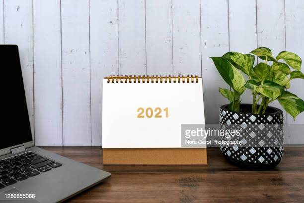2021 desk calendar - month stock pictures, royalty-free photos & images