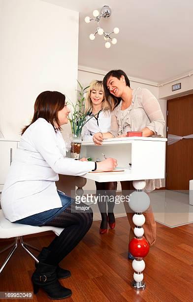 Secretária do consultório médico