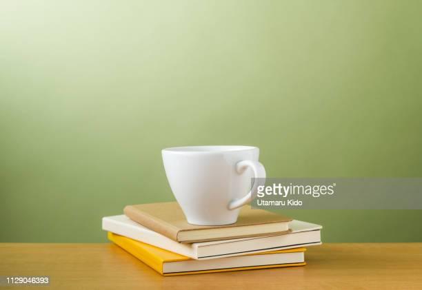 desk. - minimalist living in japan ストックフォトと画像