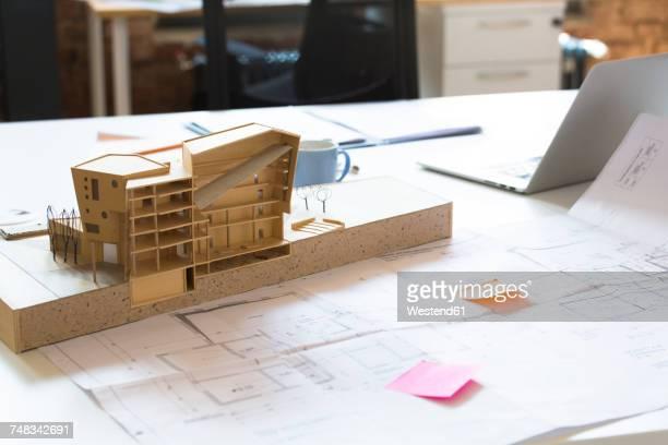 desk with architectural model - architektur stock-fotos und bilder