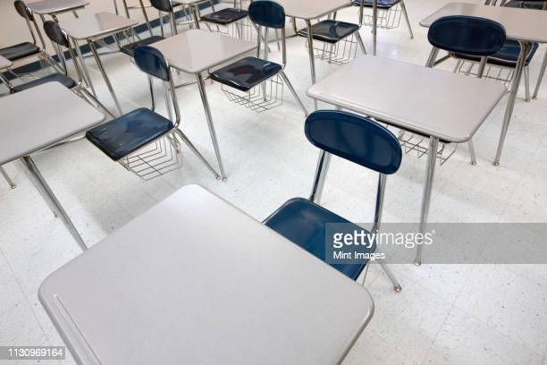 desks in a classroom - state school stock pictures, royalty-free photos & images