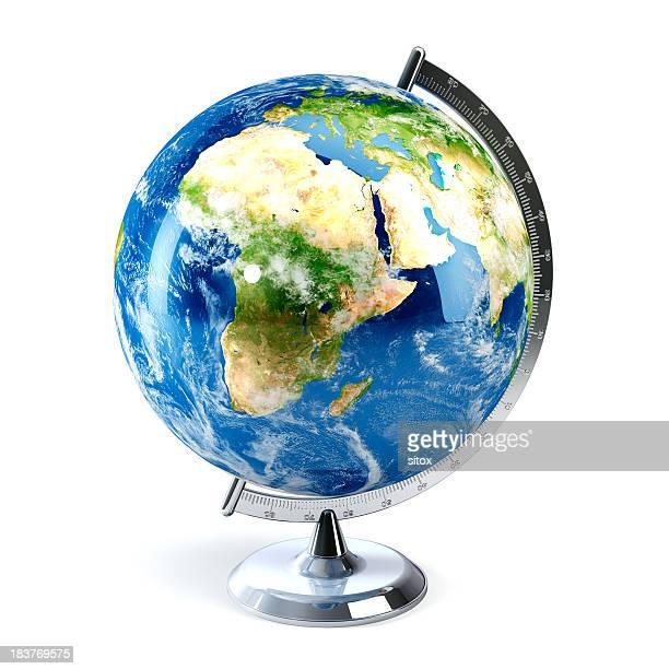 globo terráqueo para escritorio muestra europa, áfrica y medio oriente - europa continente fotografías e imágenes de stock