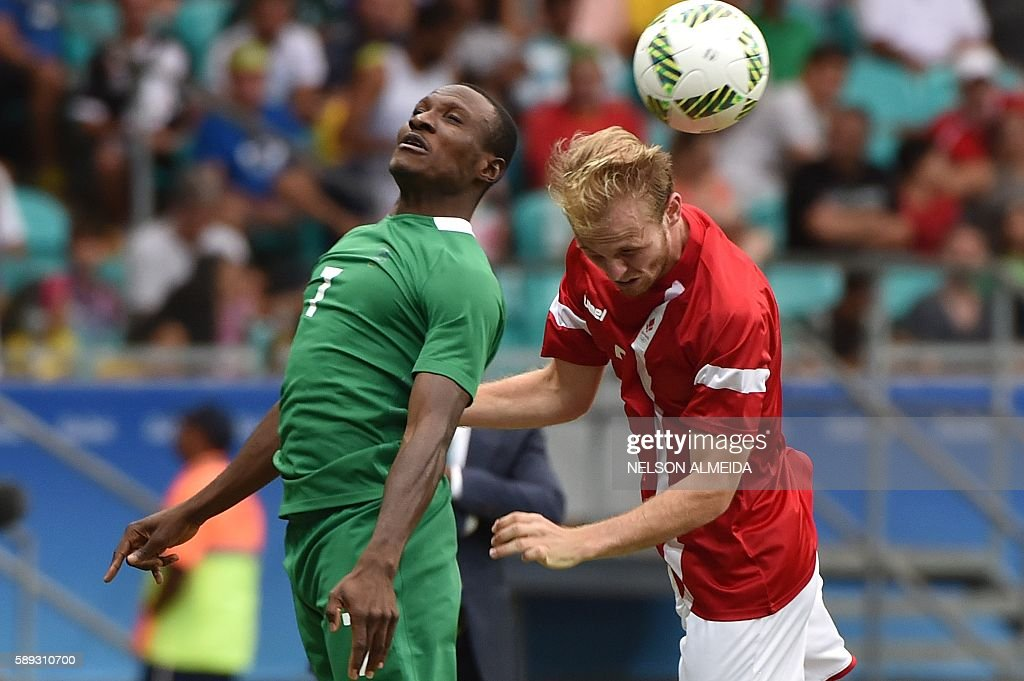 Desler Puggaard (R) of Denmark vies for the ball with Aminu Umar (L) of Nigeria during their Rio 2016 Olympic Games mens quarter-final football match Nigeria vs Denmark, at the Arena Fonte Nova Stadium in Salvador, Brazil on August 13, 2016 / AFP / NELSON