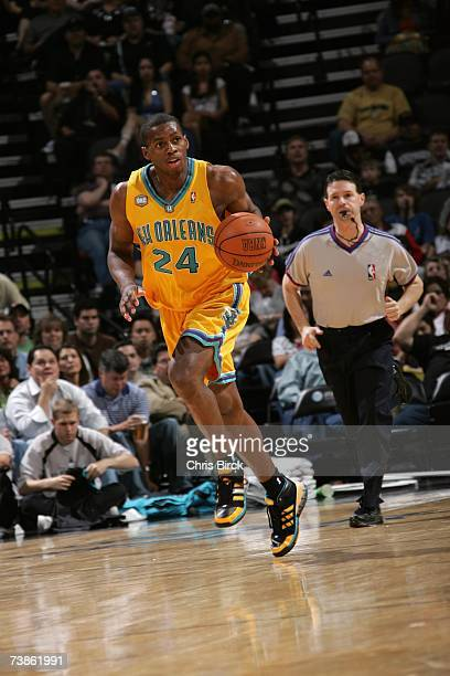 Desmond Mason of the New Orleans/Oklahoma City Hornets moves the ball against the San Antonio Spurs during the game at ATT Center on March 28 2007 in...