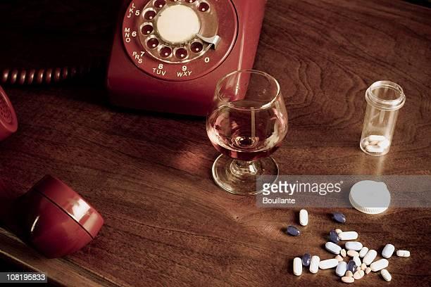 desesperación - suicidio pastillas fotografías e imágenes de stock