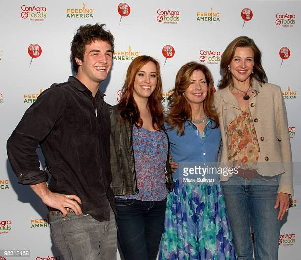 'Desperate Housewives' actors Beau Mirchoff Andrea Bowen Dana Delany and Brenda Strong attend the Child Hunger Awareness rally on the Wisteria Lane...