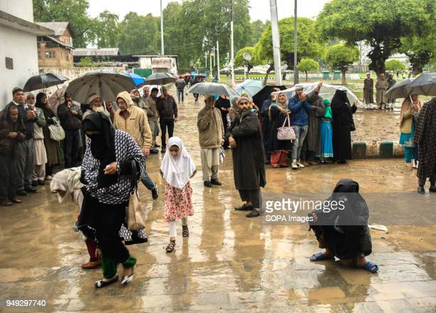 Despite incessant rainfall thousands of devotees from across the Kashmir Valley on the Friday following of MehrajulAlam thronged the Hazratbal Shrine...