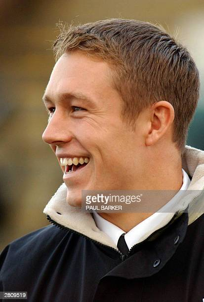 Despite not playing because of injury, England star Jonny Wilkinson makes an appearance at half time of today's Parker Pen Challenge Cup match...