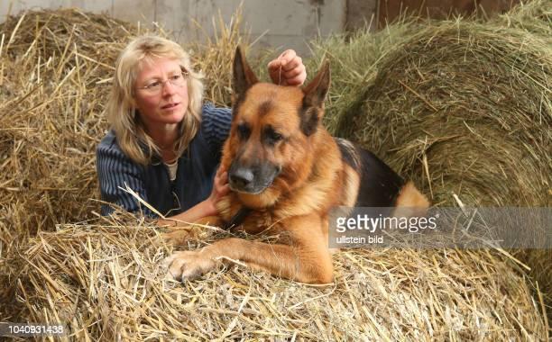 Dessau Waldersee Liane Voigt 44 arbeitet als geprüfte Tierheilpraktikerin und verwendet Akupunktur und Tierhomöopathie , alternative homöopatische...