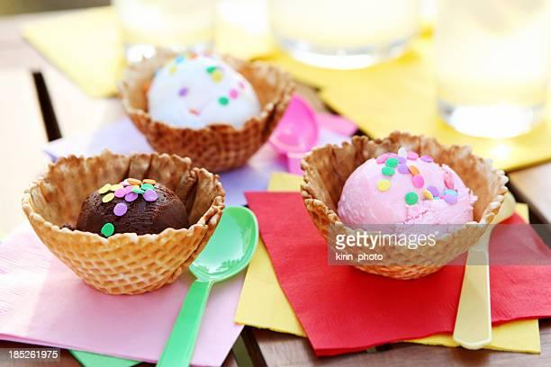 dessert: Eiscreme und Limonade