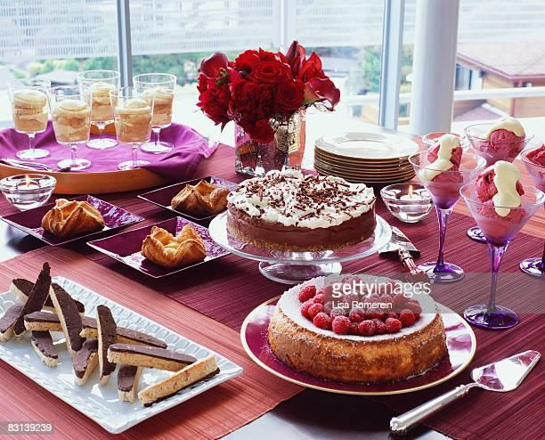 dessert table - ケーキ ストックフォトと画像