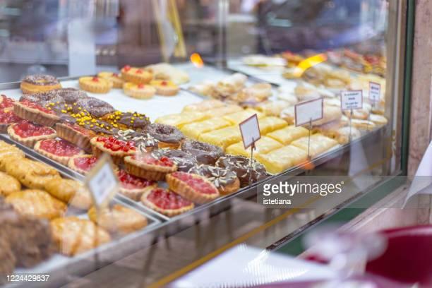 desserts and pastries - パン屋 ストックフォトと画像