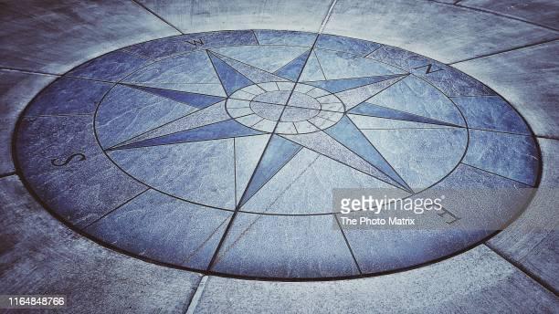 destiny compass - 円形方位図 ストックフォトと画像