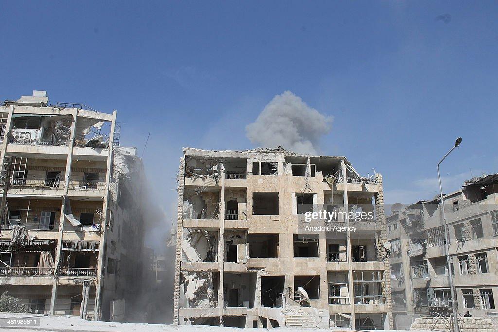 Barrel bomb attacks in Aleppo : News Photo