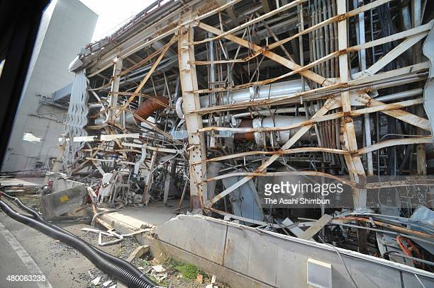 A destroyed process support building of the No4 reactor of the Tokyo Electric Power Co's Fukushima Daiichi Nuclear Power Plant on November 12 2011 in...