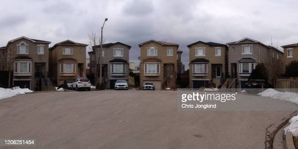 detached houses in a suburban cul-de-sac. - cul de sac stock pictures, royalty-free photos & images