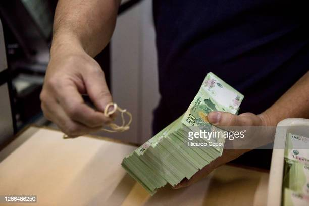 Detail as a worker prepares the 500 Argentine peso bundles before being sent for counting and the final quality control at Casa de Moneda on August...