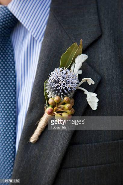 detail of a corsage on the lapel of a man - solapa camisa fotografías e imágenes de stock