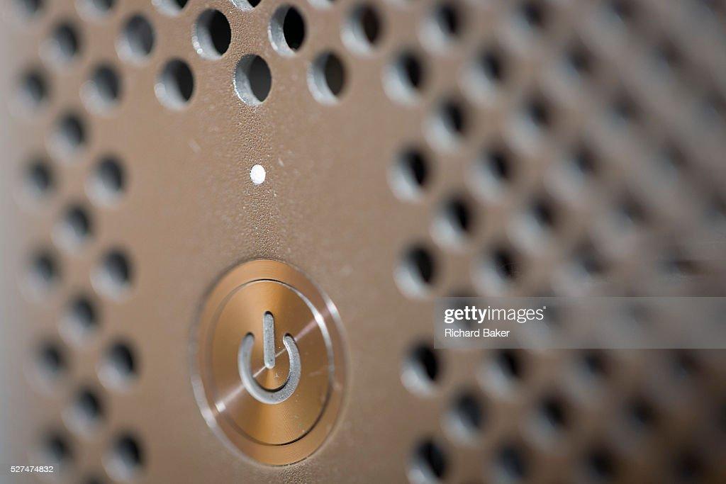 UK - London - Detail of Apple Mac power switch : ニュース写真
