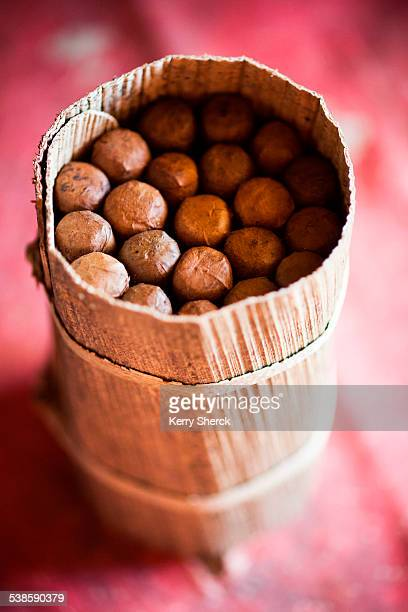 detail of a packet of cigars on a table that has been wrapped in banana leaves to prevent the cigars from drying out. (detail) - pinar del rio stock photos and pictures