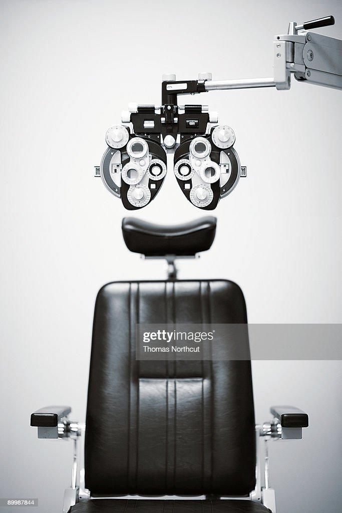 Detalhe de um phoroptor com um exame Cadeira : Foto de stock