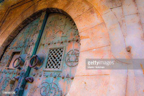 detail of a tunisian door with traditional tunisian decorative nails - kairwan stock pictures, royalty-free photos & images