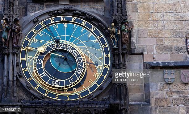 detail of astronomical clock prague town hall - algarismo romano imagens e fotografias de stock