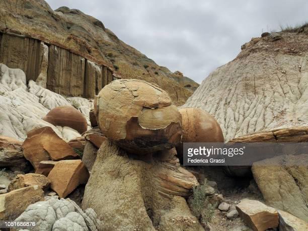 detail of cannon ball concretions, theodore roosevelt national park - ノースダコタ州キャノンボール ストックフォトと画像