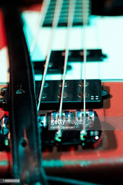 detail of electric bass at a concert - musik stock pictures, royalty-free photos & images