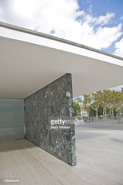 detail of green marble, travertine and marble at the mies van der rohe pavilion, the german pavilion, built 1929 for the barcelona international exposition, rebuilt 198386, barcelona, catalonia, spain - 1920 1929 stock pictures, royalty-free photos & images