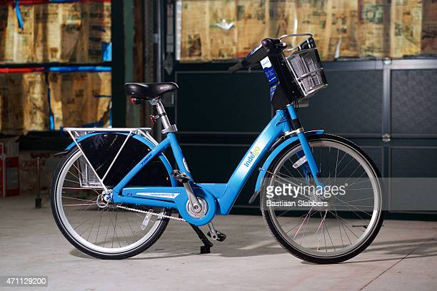 detail of indego bicycle of philly bike share program - basslabbers, bastiaan slabbers stock pictures, royalty-free photos & images