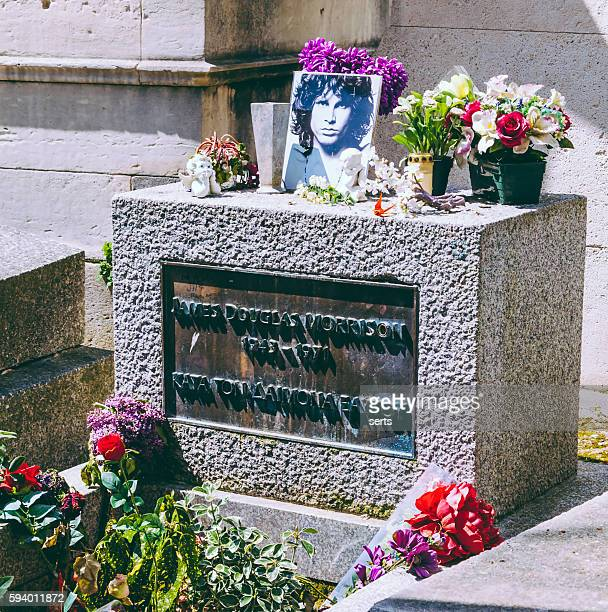 detail of jim morrison's grave - of famous dead people stock pictures, royalty-free photos & images