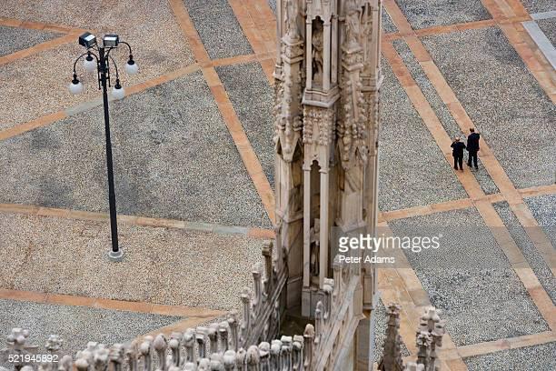 detail of milan cathedral - pedone ruolo dell'uomo foto e immagini stock