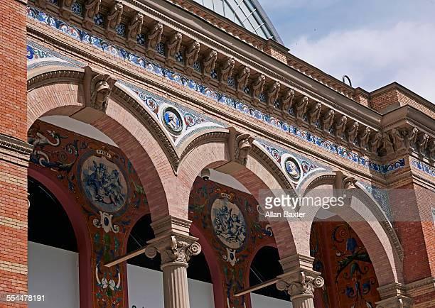 detail of palacio de velazquez in retiro park - palace stock pictures, royalty-free photos & images