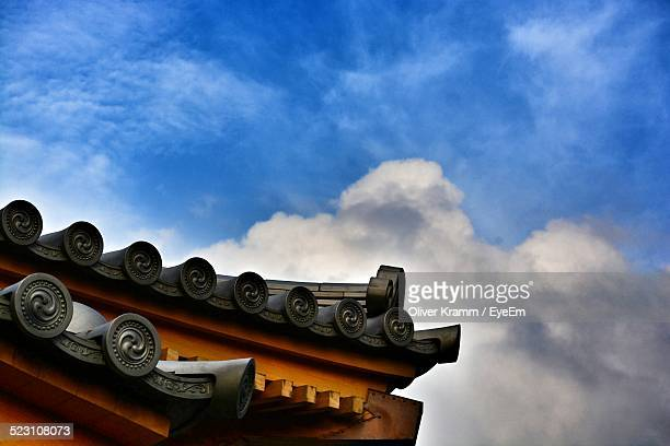detail of roof - temple building stock pictures, royalty-free photos & images