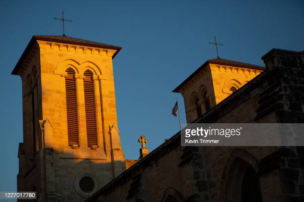 detail of san fernando cathedral during golden hour - golden hour stock pictures, royalty-free photos & images