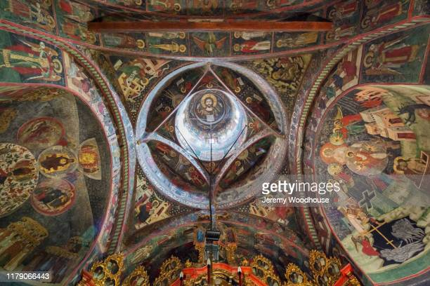 detail of the ceiling of sucevita monastery - moldavia fotografías e imágenes de stock